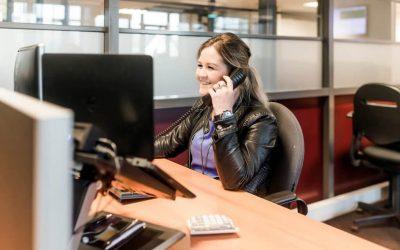 De belangrijkste voor- en nadelen van hosted telefonie en telefooncentrales