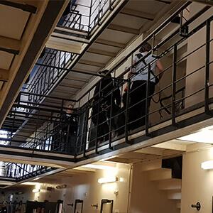 Gevangenis experience night met deelnemers